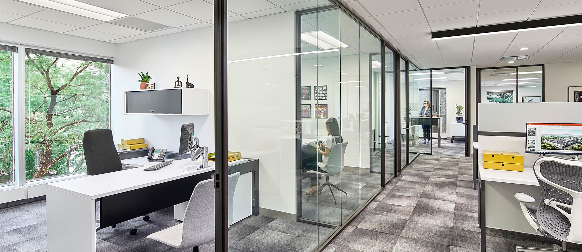 An office space divided into cubicles, conference rooms, and executive offices using Transwall One-LP movable partitions.